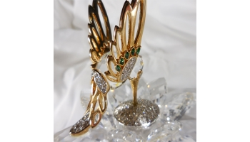 "This is a Rare Limited Edition Swarovski in Flight Hummingbird Gold and Crystal collectible. These were retired in 1988 now hard to find and going up in value. If your a Swarvoski collectible or love hummingbirds, this is a great piece to add to any collection. Beautiful clear crystals and brilliant gold on hummingbird. This was offered to the Swarovski Collecters Society ""SCS"" members in 1985. hAS logo on bottom. Measures approx. 4"" wide by 4"" tall.  Condition: Still has same luster as when new, no signs of chips or scratches, because of it's age it's no Mint but very good conditon. Does have the original Swarovski box."